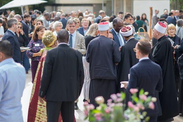 Deux cents personnes, parmi lesquelles Einat Kalisch-Rotem, la maire de Haïfa, des fonctionnaires, des responsables universitaires et des acteurs de la société civile, ont assisté à une réception qui a eu lieu aujourd'hui en l'honneur du bicentenaire de la naissance du Báb.