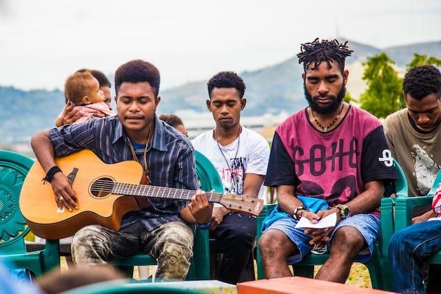 Une célébration avec des prières sur le site du temple à Port Moresby, en Papouasie-Nouvelle-Guinée.