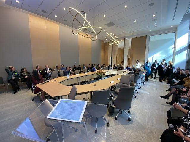 Des dizaines de dignitaires, de représentants d'organisations internationales, entre autres, ont assisté à la célébration du bicentenaire au bureau de la BIC à New York.