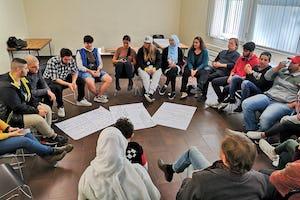 Des personnes de tous les âges ont participé à une rencontre à Hagen, en Allemagne, sur le rôle de la jeunesse dans la société.