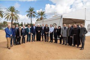 Cérémonie sur le site du mausolée de 'Abdu'l-Bahá marquant le début des travaux de construction (en anglais).