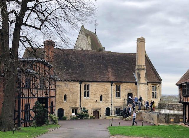 Un échantillon représentatif d'acteurs sociaux du Royaume-Uni, dont des scientifiques et des représentants de la société civile et des communautés religieuses, s'est réuni à St. George's House au château de Windsor, pour examiner comment la religion peut inspirer l'unité de pensée et d'action sur les questions liées au changement climatique.