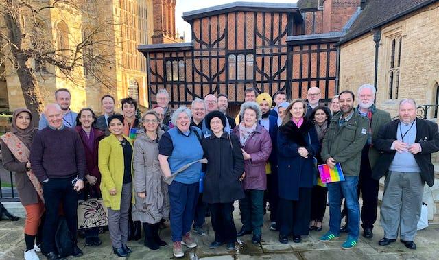 Una muestra representativa de diversos agentes sociales del Reino Unido, que contaba con científicos y miembros de la sociedad civil y de las comunidades religiosas, se reunieron en St. George's House para estudiar cómo la religión puede inspirar la unidad de pensamiento y de acción sobre cuestiones del cambio climático.