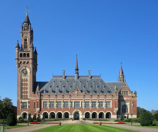 La conmemoración del centenario de la llegada a su destino de la Primera Tabla a La Haya en principio se planificó para que se celebrase en el Palacio de la Paz, pero más tarde fue trasladada a internet debido al brote de coronavirus.