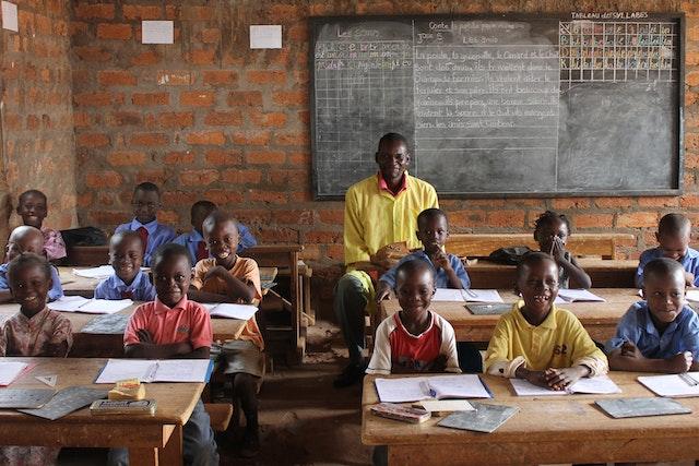 Photo prise avant la crise sanitaire actuelle. Une classe dans une école communautaire d'inspiration bahá'íe à Bangui, en République centrafricaine.