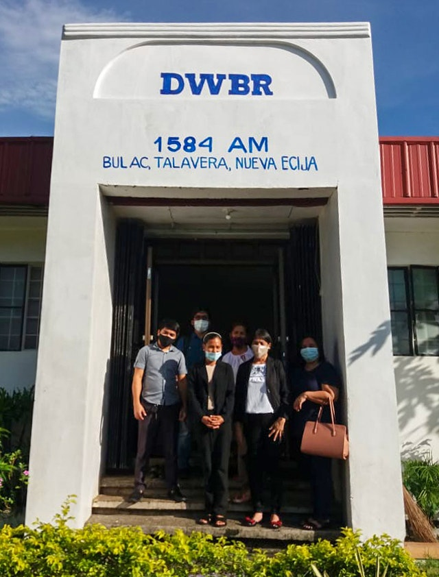 Representatives of the Ministry of Education visit Radyo Bahá'í in the Philippines. The station is collaborating with the ministry to assist with educational needs in the region.