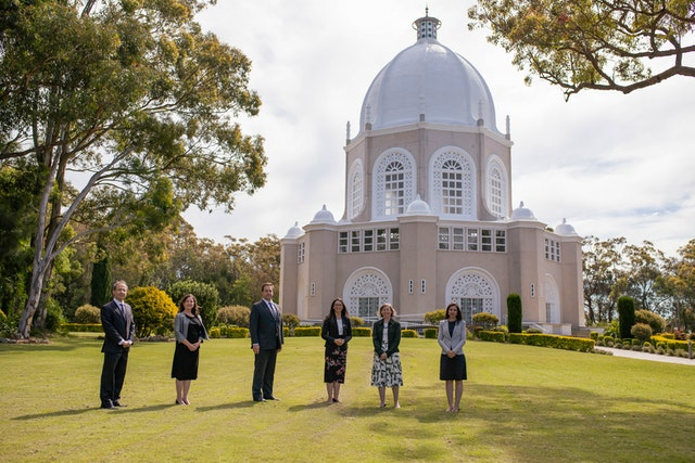 Member of Parliament Jason Falinski visits the Bahá'í House of Worship in Sydney, where he was presented with a copy of Creating an Inclusive Narrative.