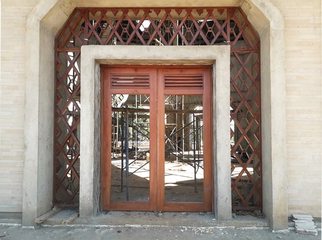 One of the nine entrances to the central edifice. The trellis around each doorway will incorporate glass between two layers of wood. Decorative plaster for the external columns and the doorways has been completed.