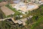 Santuario de 'Abdu'l-Bahá: Se da por finalizada la base de hormigón para las bermas de los jardines