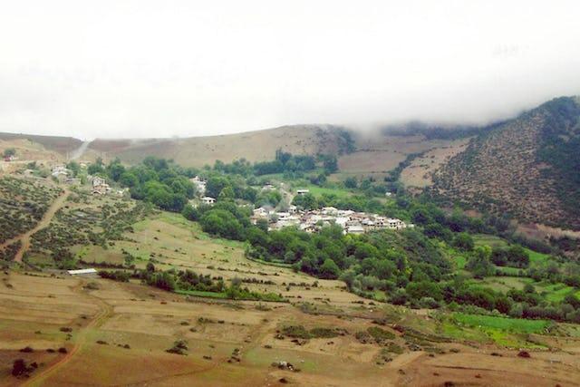 Une décision autorisant les autorités iraniennes à confisquer des biens appartenant à des bahá'ís dans le village d'Ivel, clairement motivée par des préjugés religieux, a été récemment confirmée par une cour d'appel et a laissé des dizaines de familles déplacées à l'intérieur du pays et appauvries économiquement.