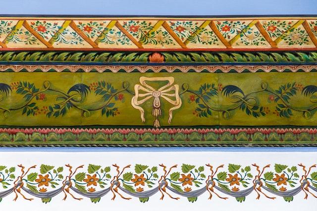 Détail de la frise restaurée dans la maison de 'Abbúd.