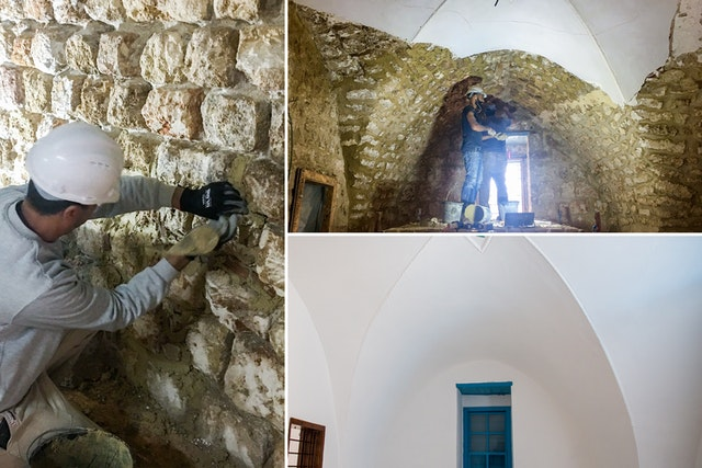 L'un des principaux aspects de la restauration de la maison de 'Abbúd consistait à replâtrer quelque 5 000 mètres carrés de murs intérieurs et extérieurs. Du plâtre à base de chaux, recommandé par les experts en conservation pour la réhabilitation des bâtiments historiques, a été utilisé. Le nouveau plâtre et la peinture empêcheront l'accumulation d'humidité à l'intérieur des murs.
