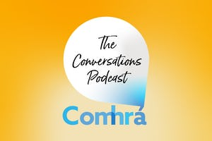 Comhrá, qui signifie « conversation amicale » en irlandais, est un podcast des bahá'ís d'Irlande qui offre un espace pour les réponses des simples citoyens aux problèmes auxquels la société est confrontée.