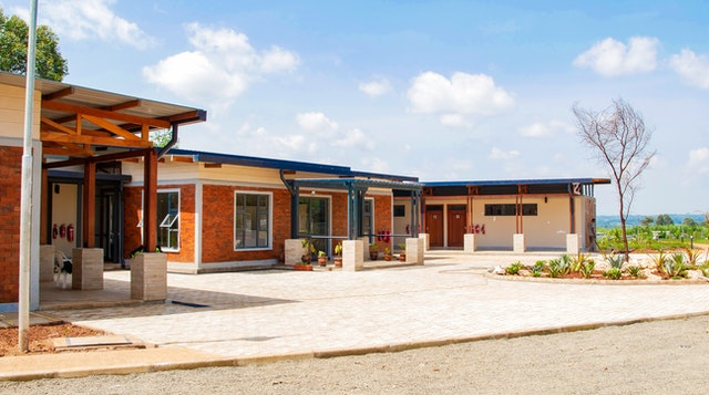 A visitor center and other auxiliary buildings on the grounds of the temple have recently been completed.