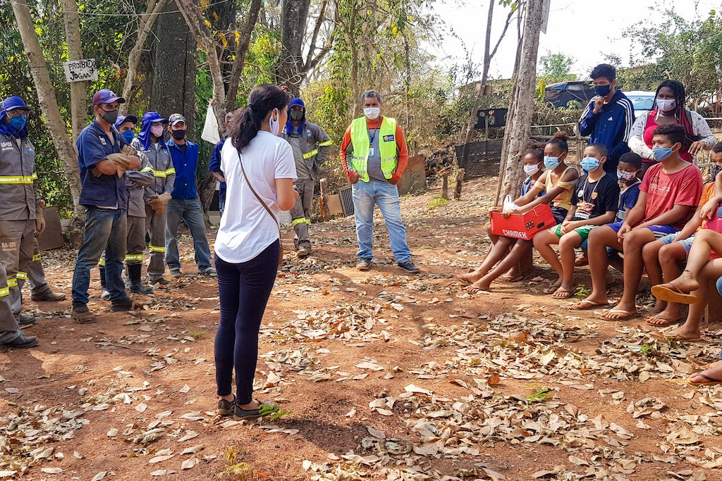 Concerned with the improvement of the environment of their neighborhood, youth engaged in Bahá'í community-building activities recently drew on support from their municipality to remove 12 tons of trash from a local river.