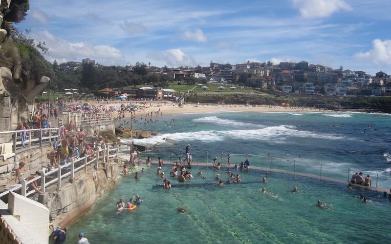 bronte beach bondi to coogee beach walk east coast australia
