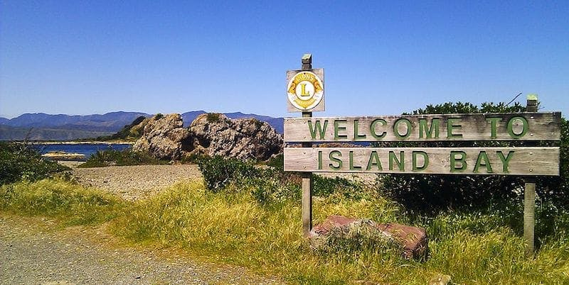 island bay welcome sign