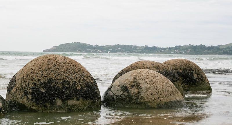 moeraki boulders - an unusual place in new zealand