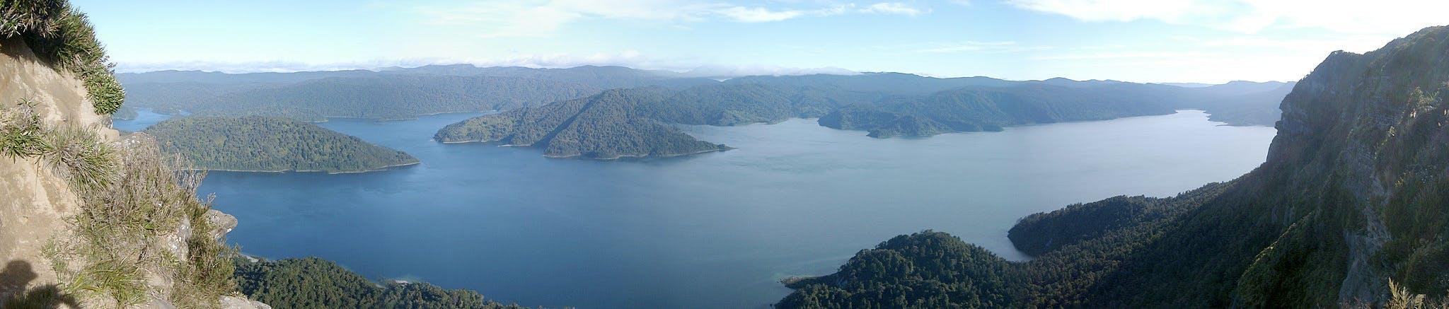 lake waikaremoana - great new zealand walks