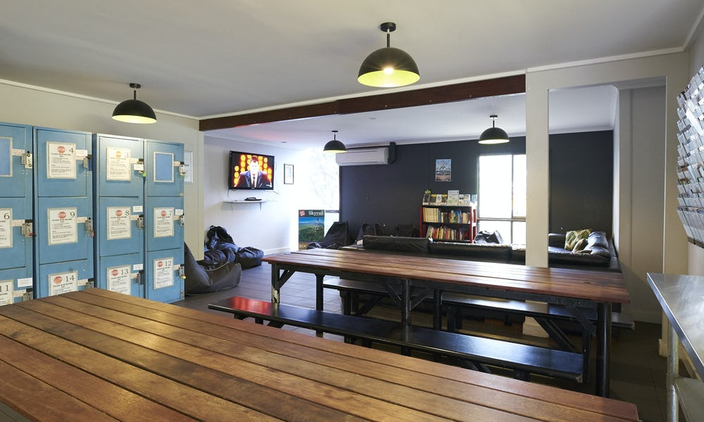 base backpackers airlie beach dining
