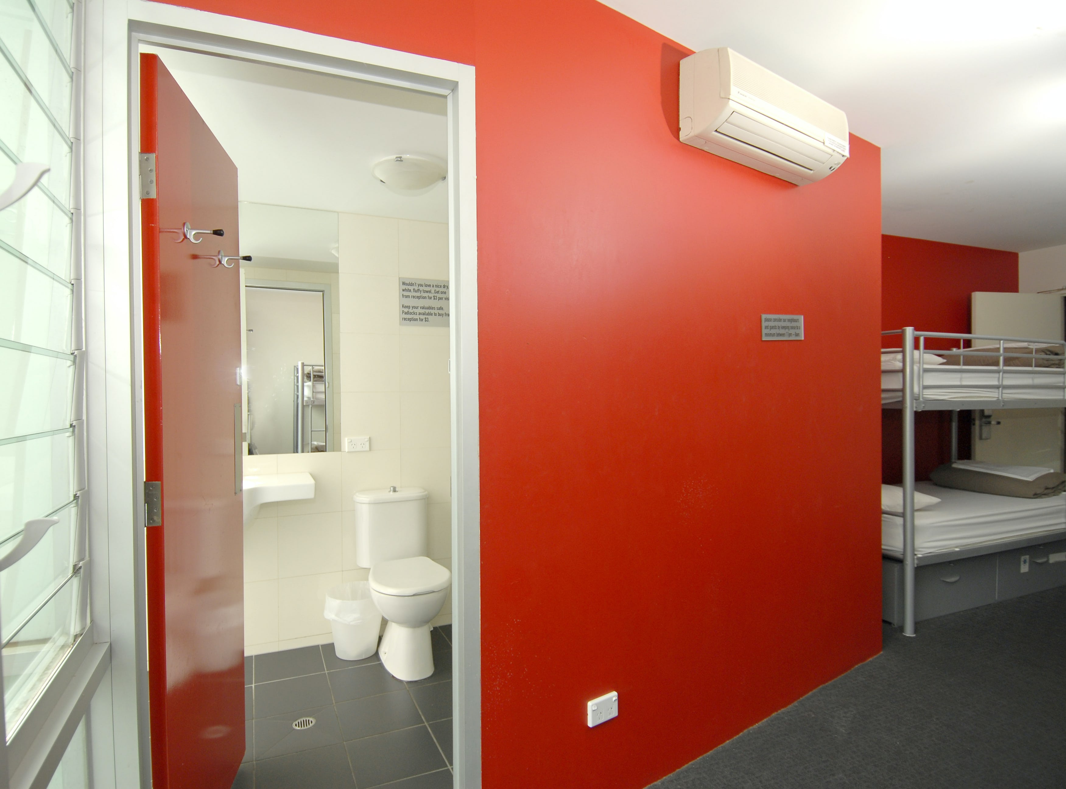 ensuite at base st kilda backpackers