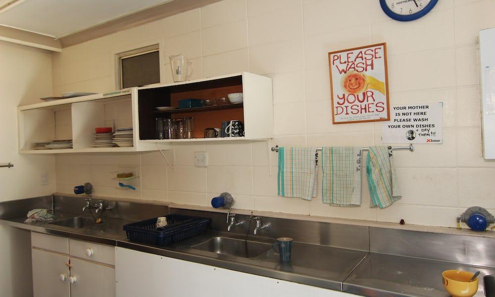 base hostel rotorua kitchen