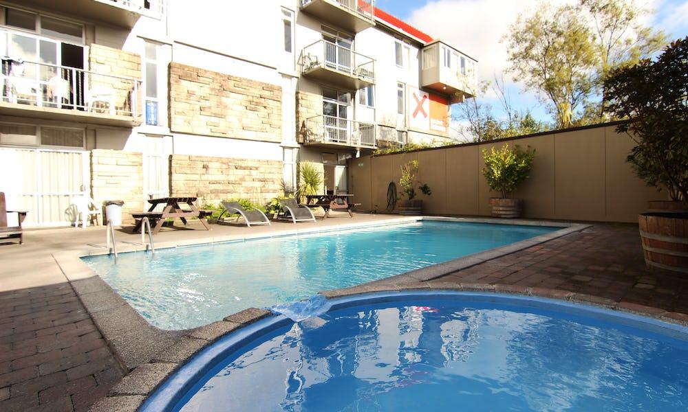 pool and spa at base backpackers rotorua