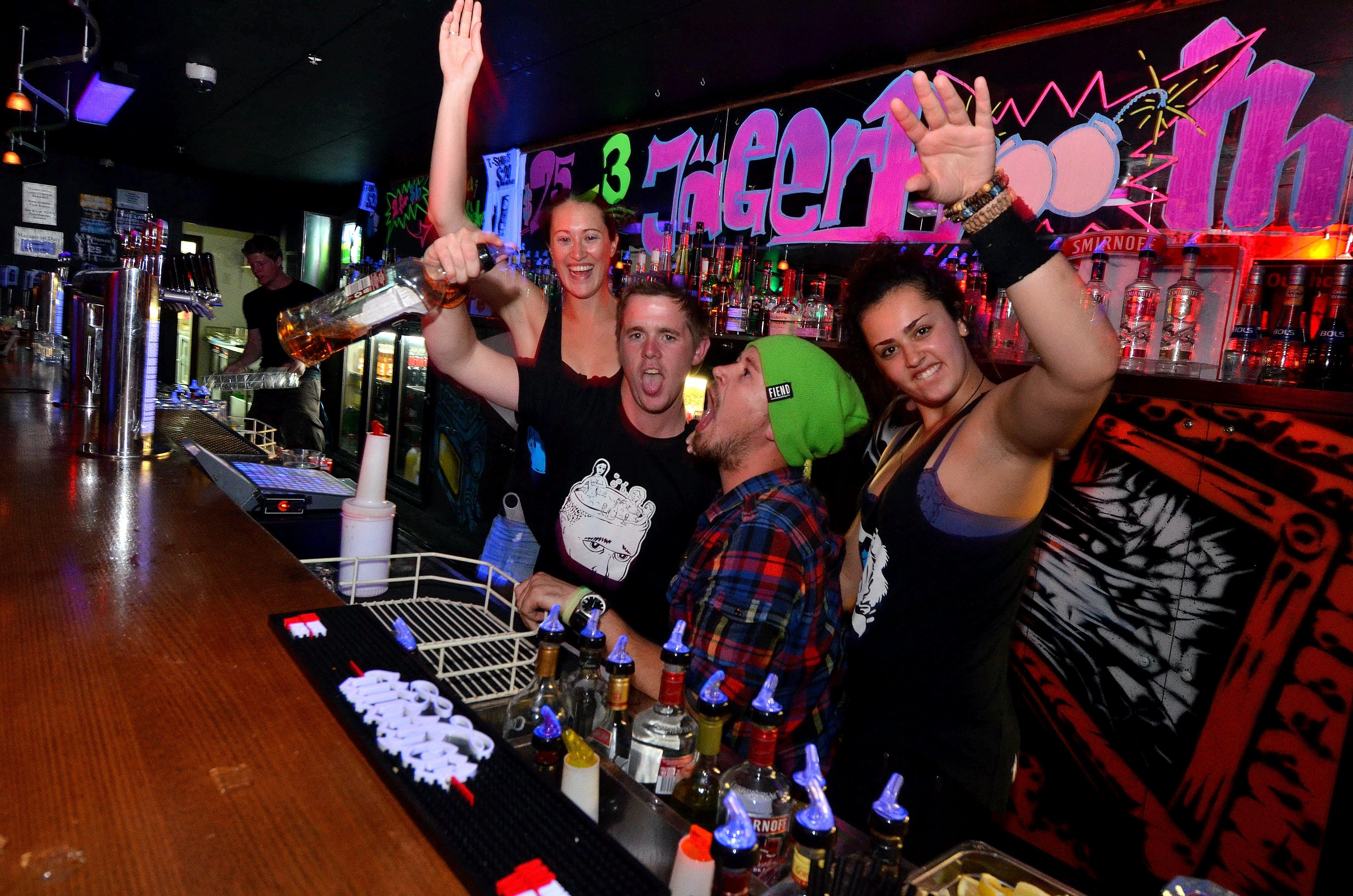 base backpackers queenstown hostel bar