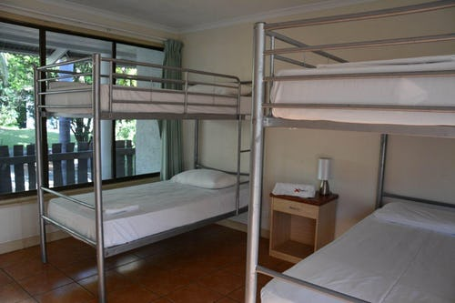 4 bed ensuite dorm at base backpackers airlie beach