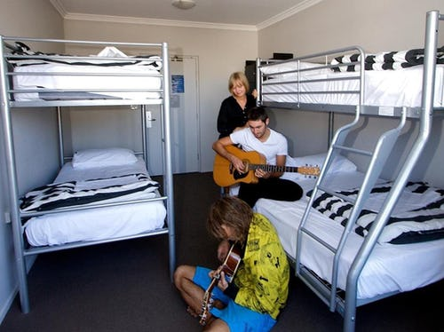 4 bed dorm at nomads byron bay backpackers