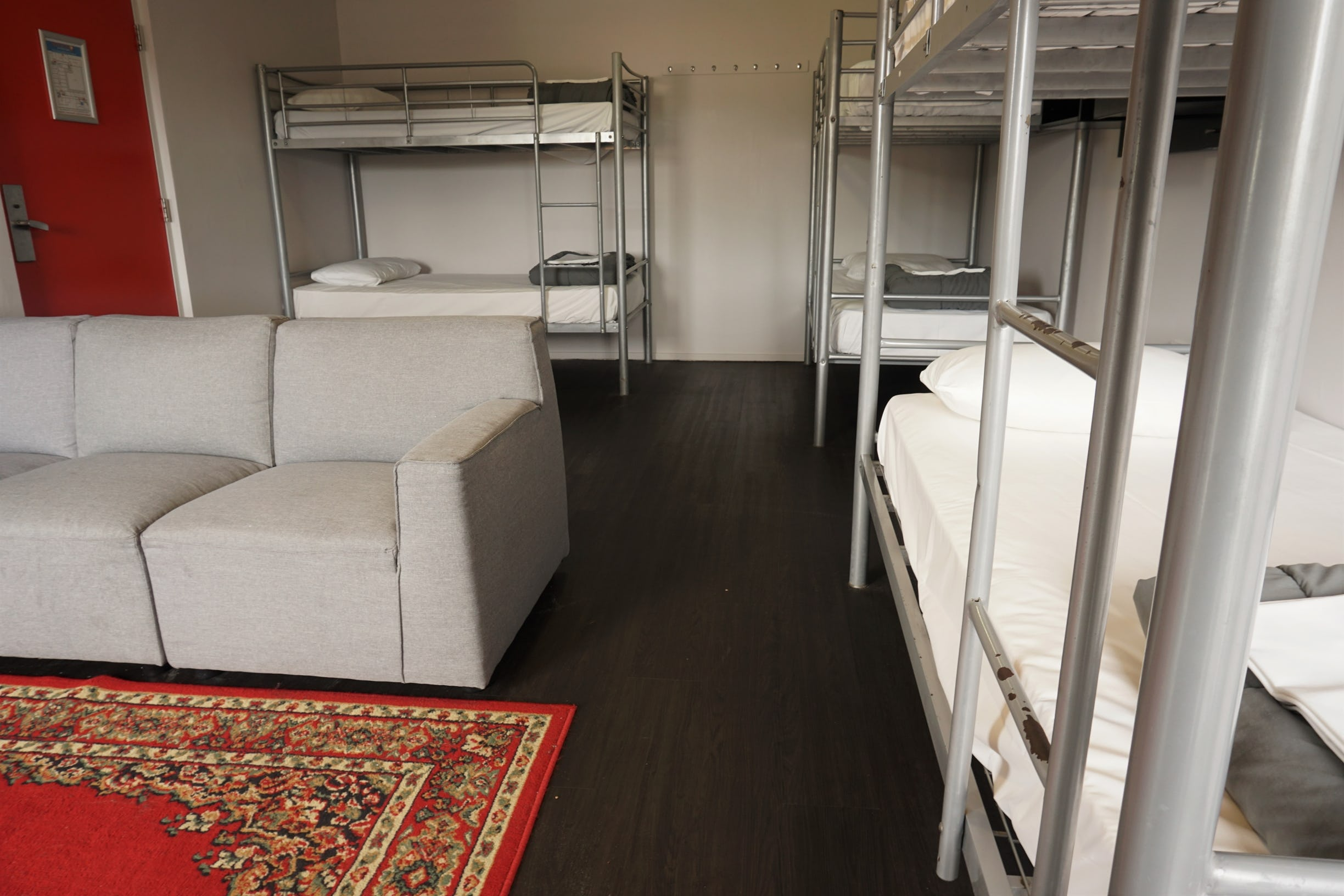 6 bed dorm at nomads hostel byron bay