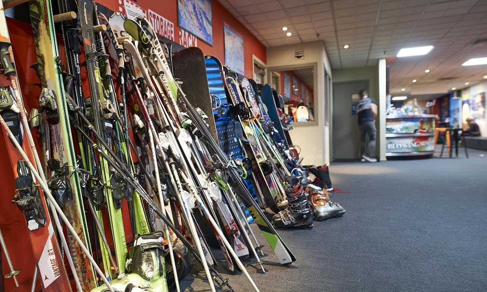 ski storage queenstown hostel