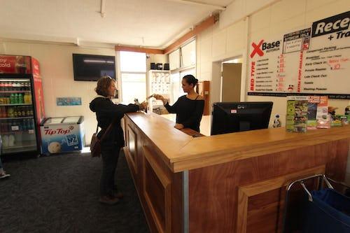 reception area base backpackers rotorua
