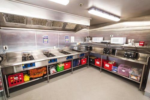 kitchen at base backpackers wanaka