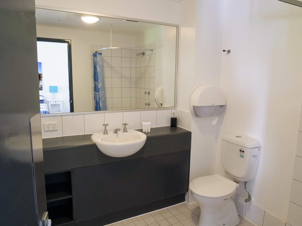 ensuite at base backpackers brisbane
