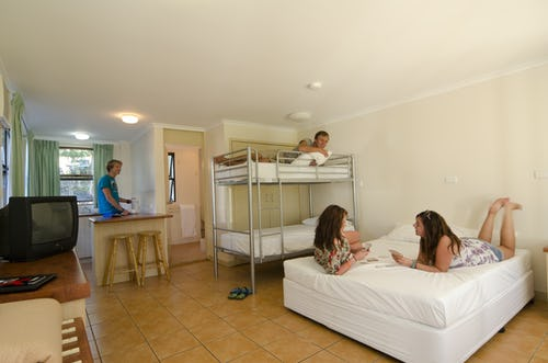 airlie beach base backpackers
