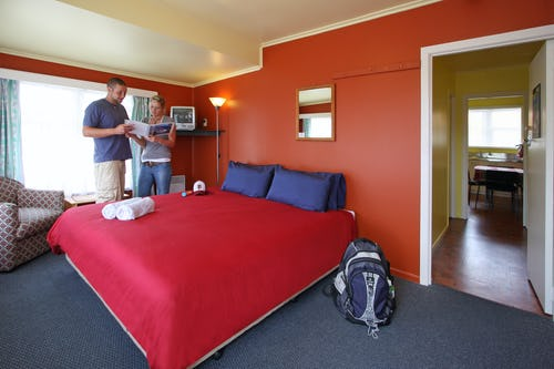 double ensuite room at base hostel bay of islands
