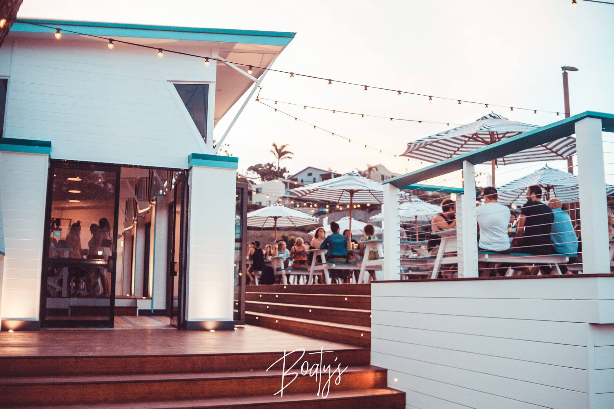 boatys bar airlie beach