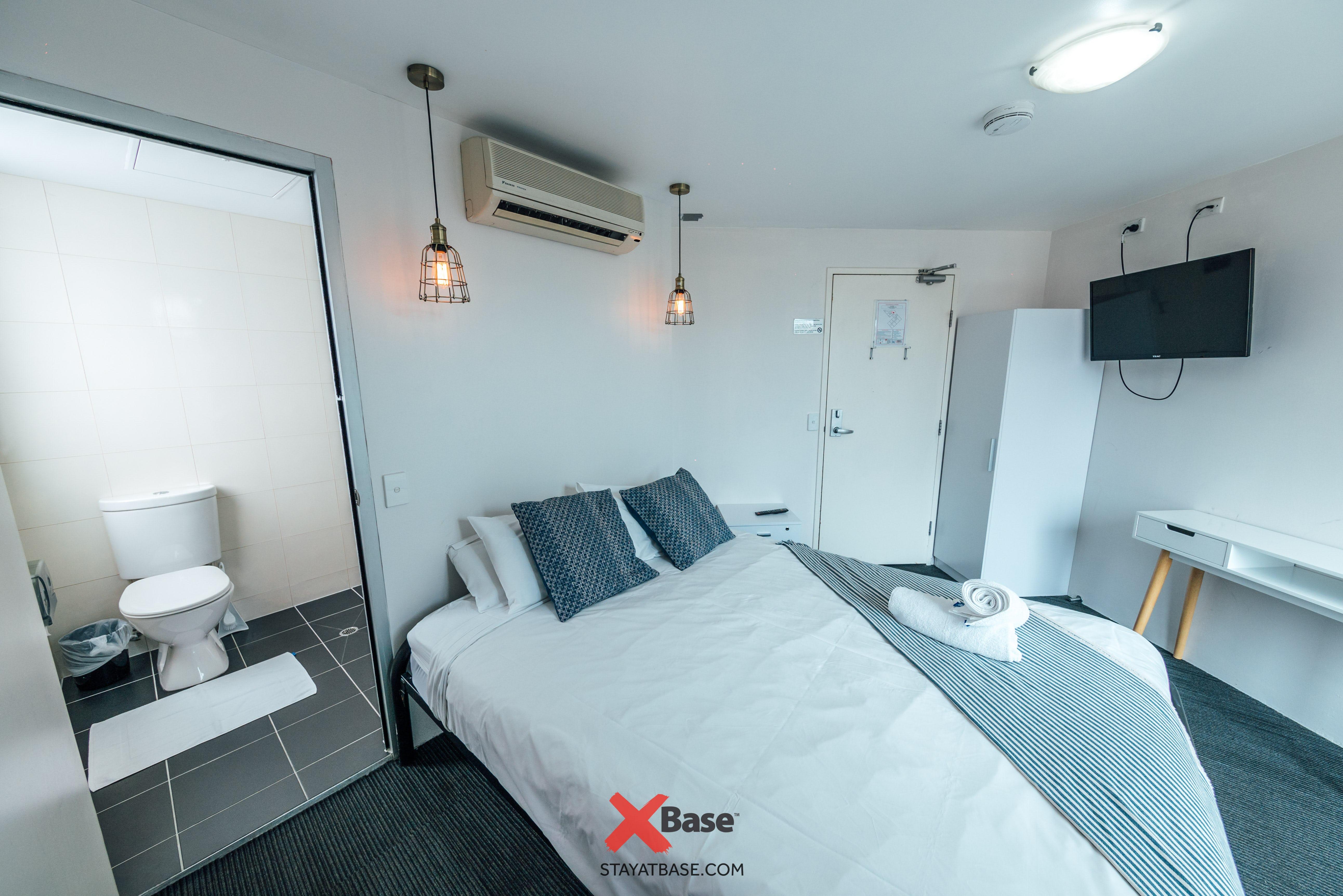 Base墨尔本背包客旅馆的私人套房