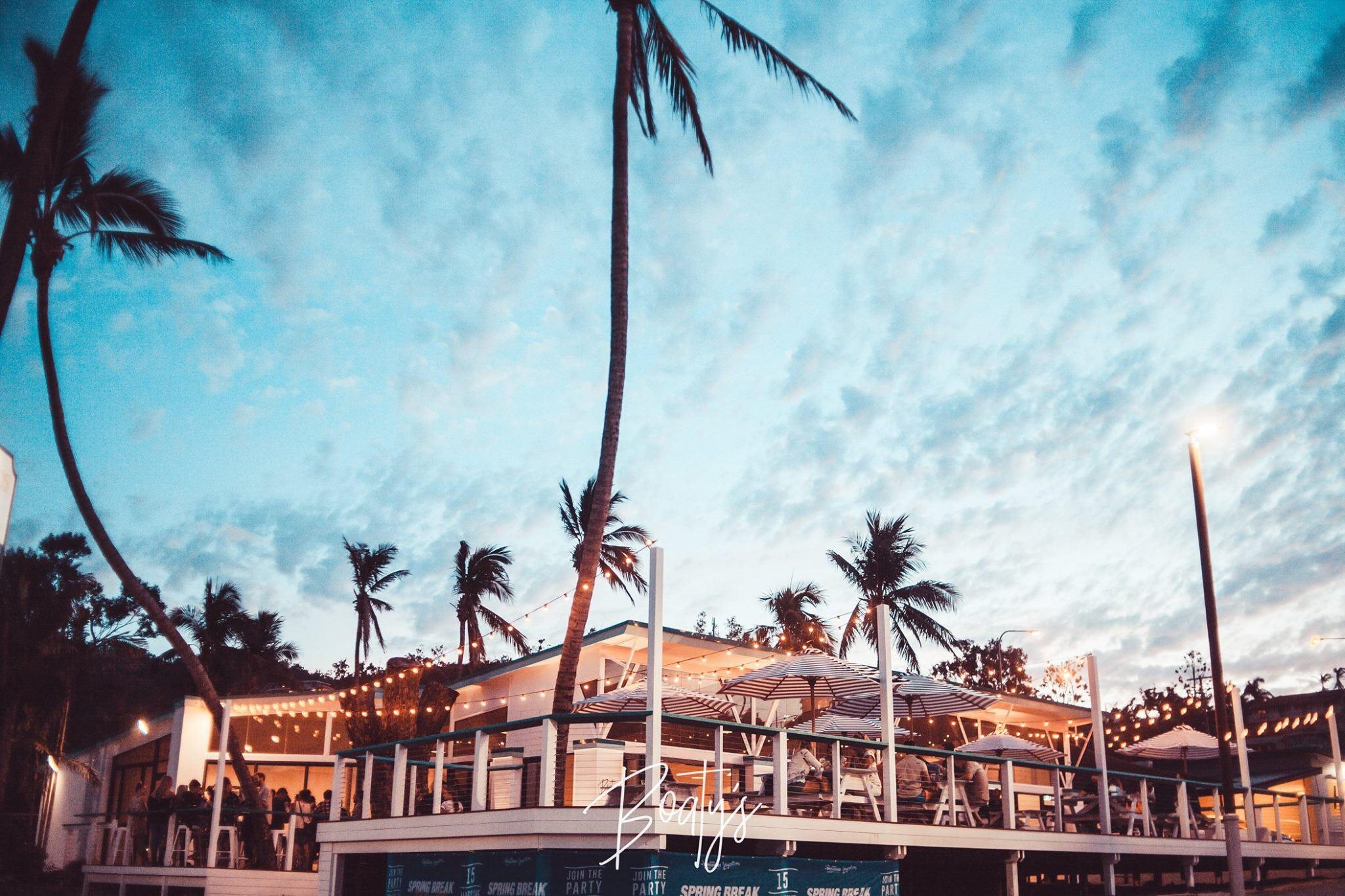 坐落在Base艾尔利滩背包客旅馆的酒吧