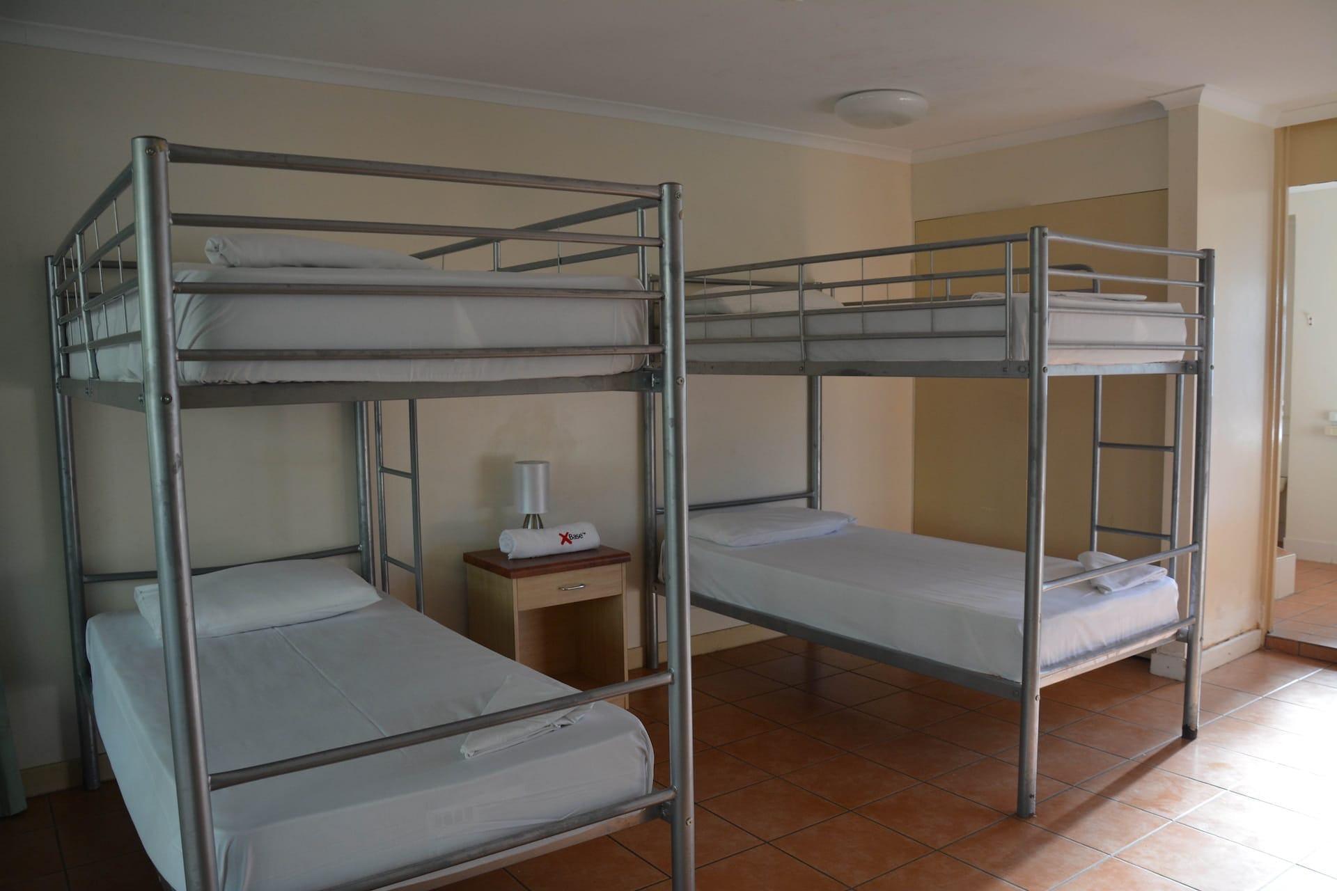 Base艾尔利滩背包客旅馆的女生4床套房