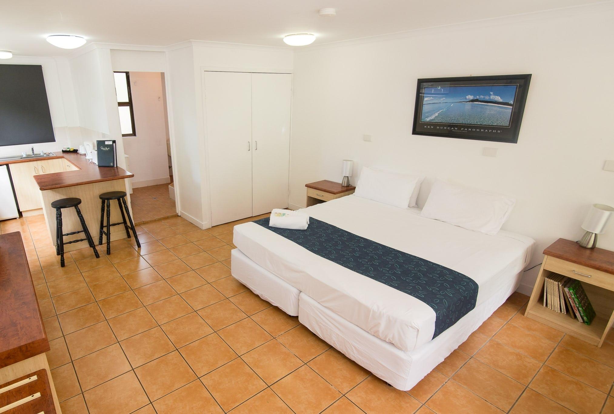 Base艾尔利滩背包客旅馆的私人房间