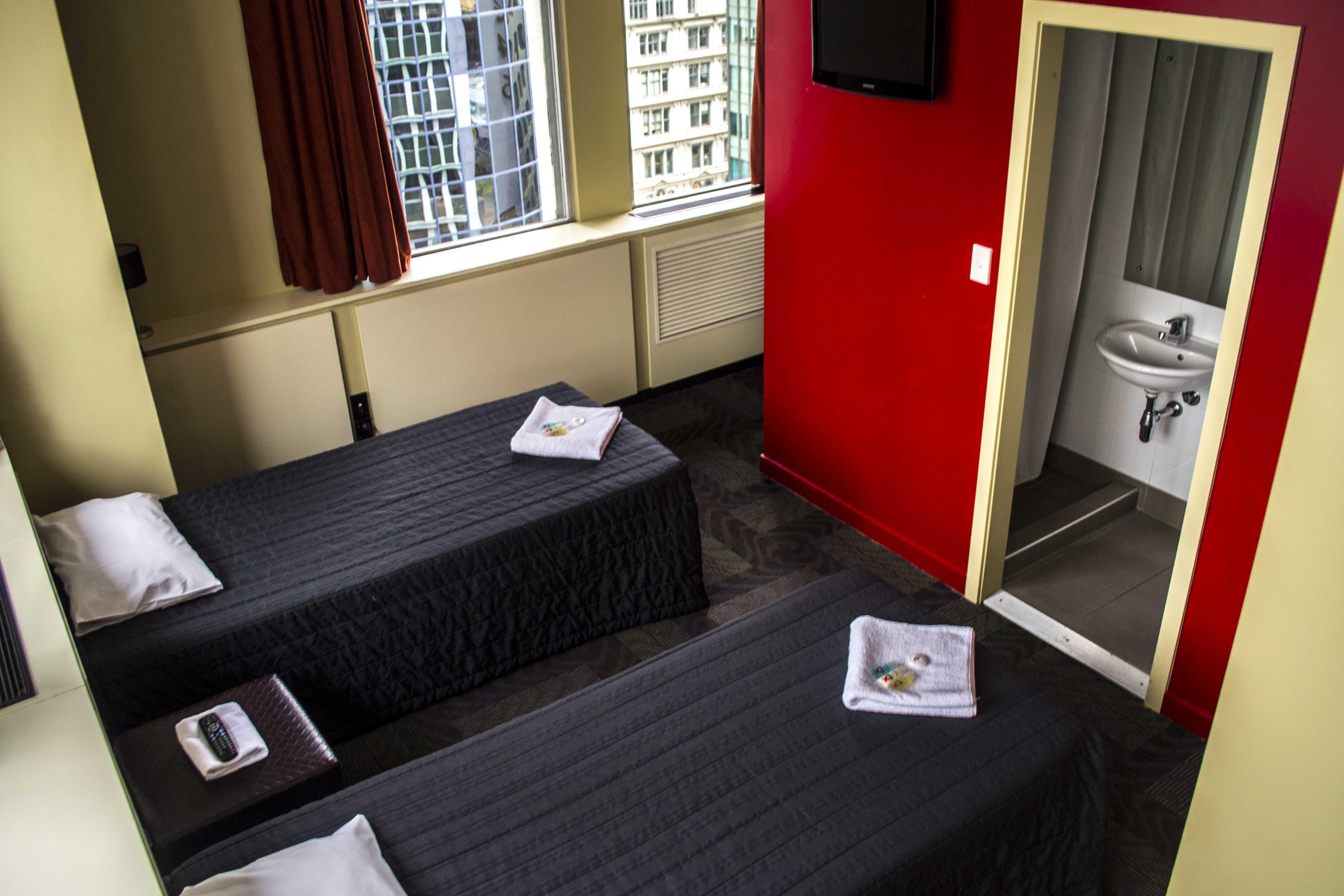 Base奥克兰背包客旅馆的私人双床套房