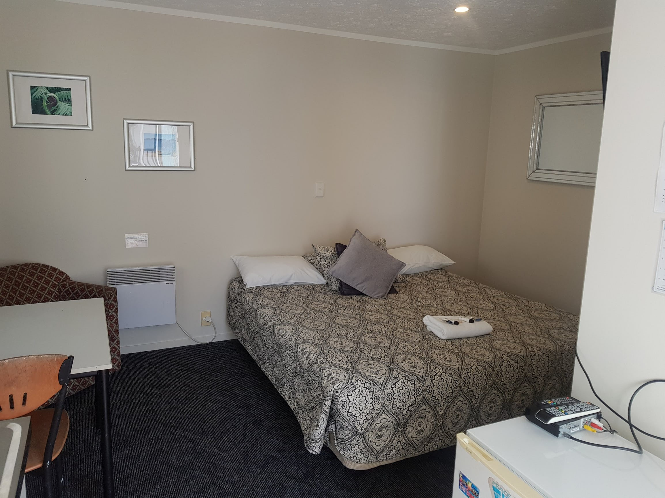 Base派希亚背包客旅馆的私人双人大床房套件