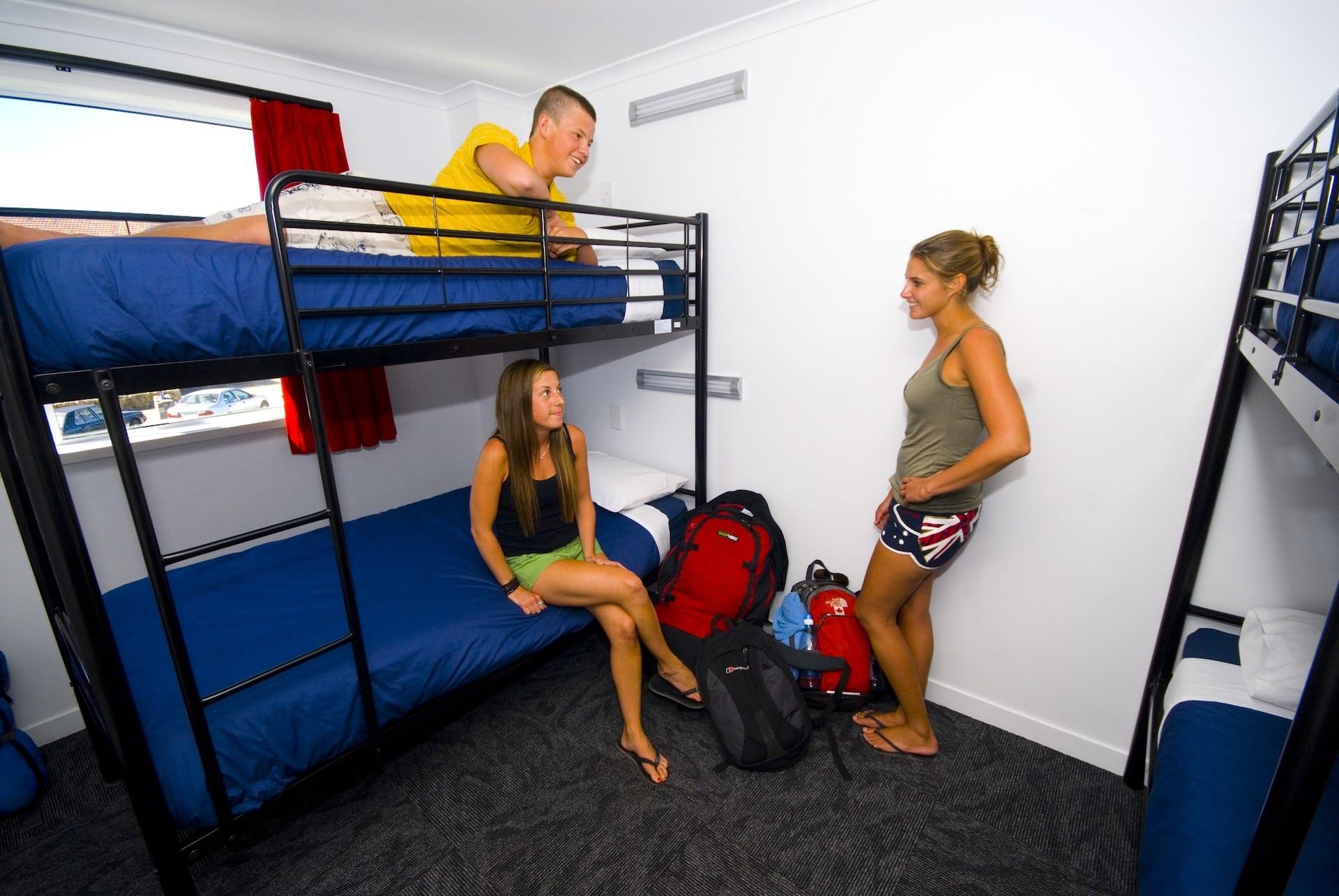 Base陶波背包客旅馆的4床宿舍