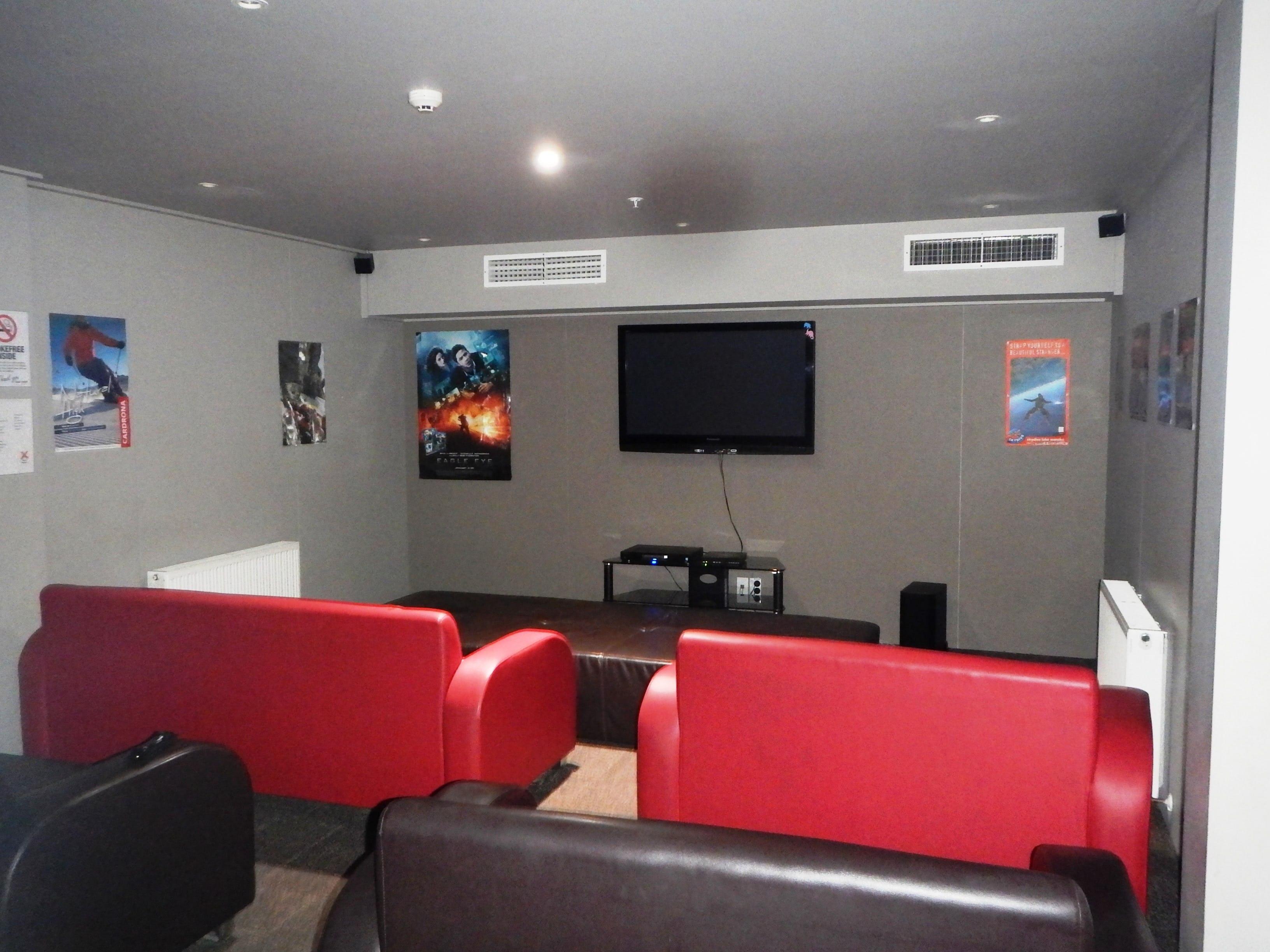 Base瓦纳卡背包客旅馆的影视房