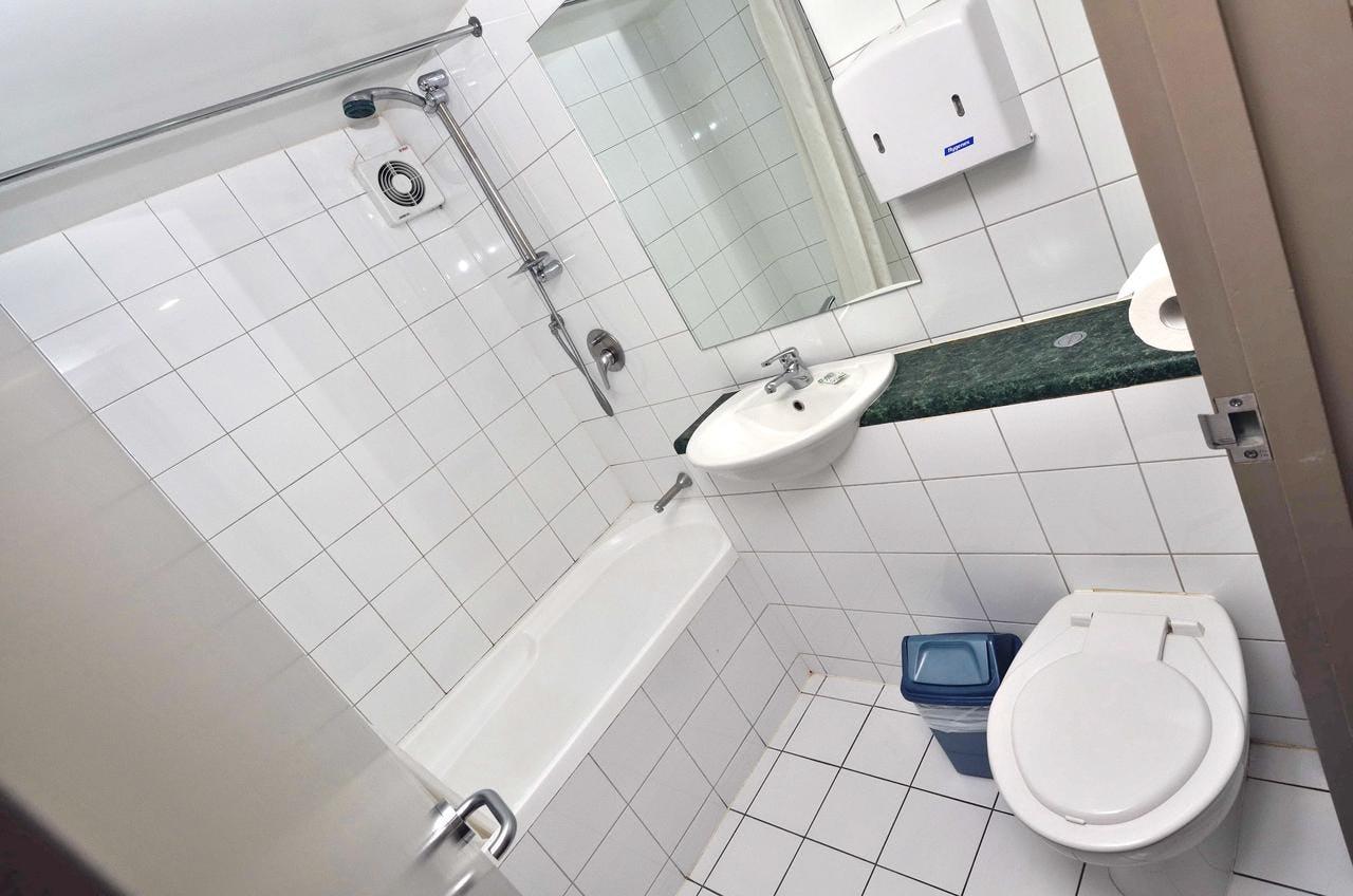 Base皇后镇背包客旅馆的浴室