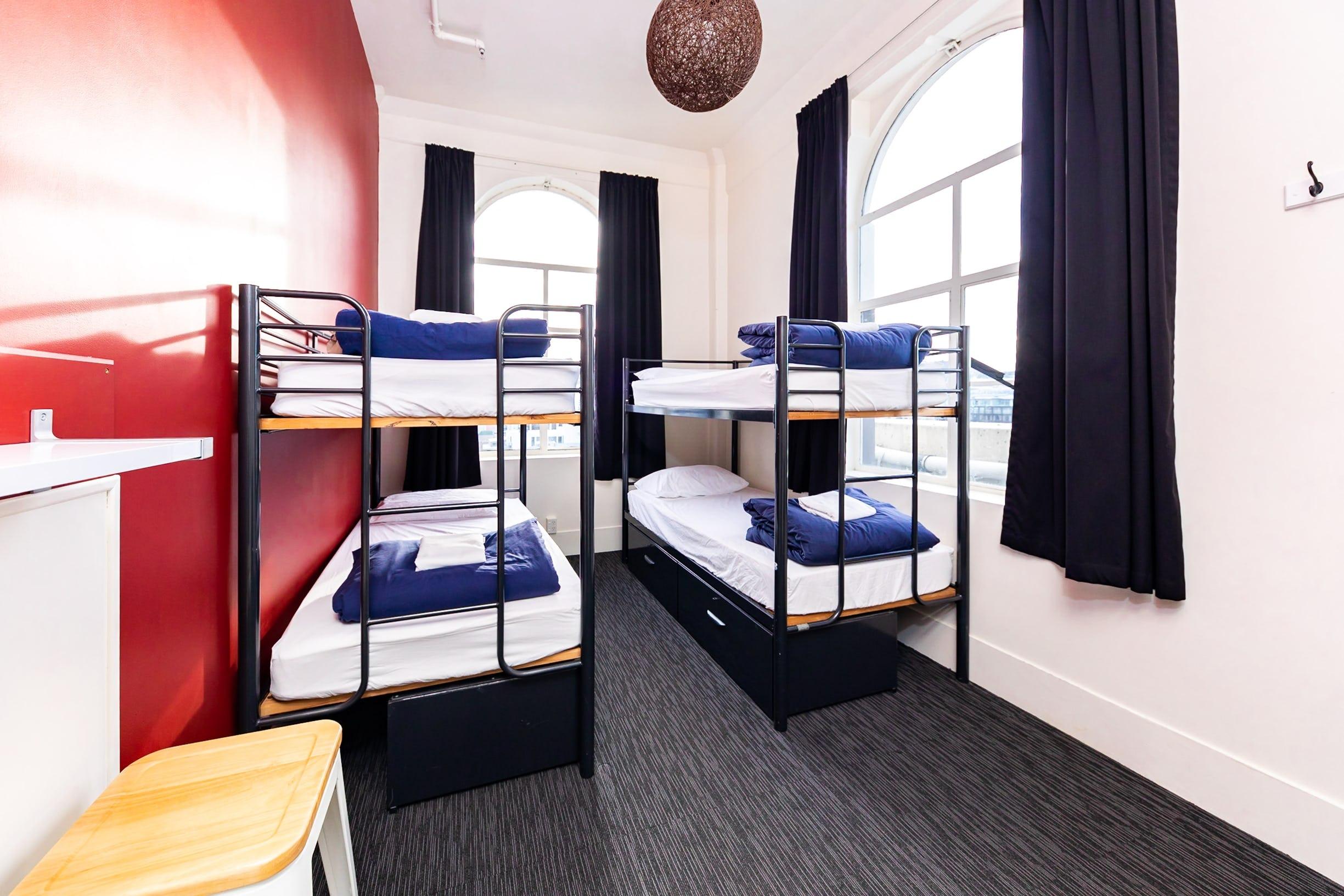 Base惠灵顿背包客旅馆的4床女宿舍