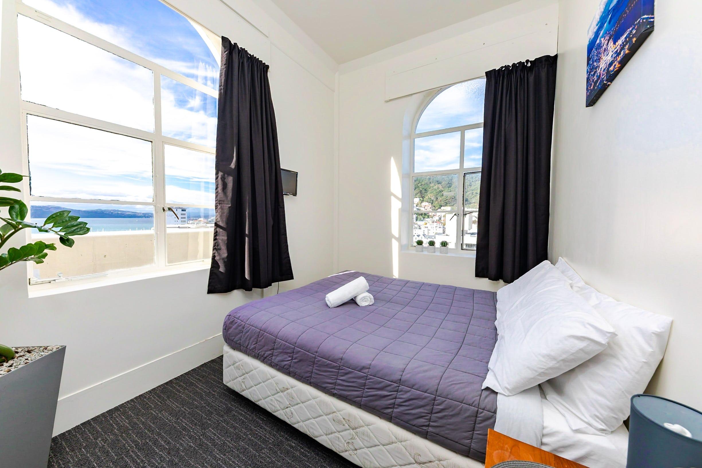Base惠灵顿背包客旅馆私人大床双人套房