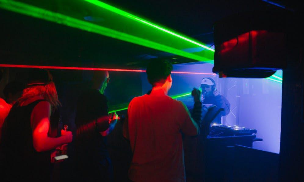 惠灵顿地下室酒吧在干什么